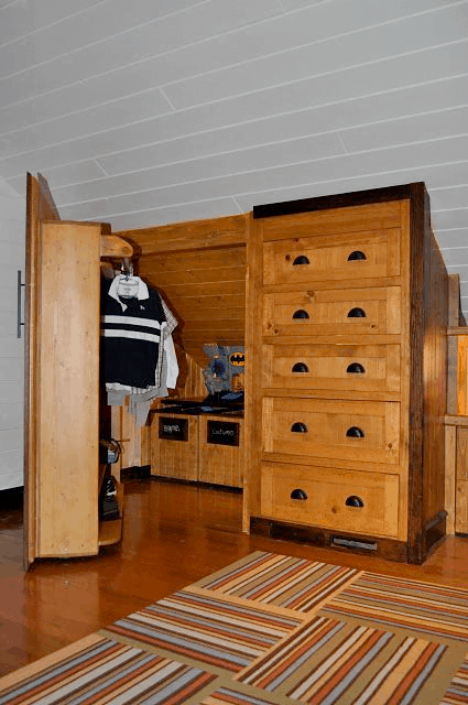pull-out closet as storage